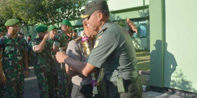 Korem Bhaskara Jaya Gelar Penyambutan dan Pelepasan Kapolrestabes Surabaya